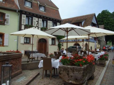 posh restaurant with white table cloths UNADJUSTEDNONRAW_thumb_1e64
