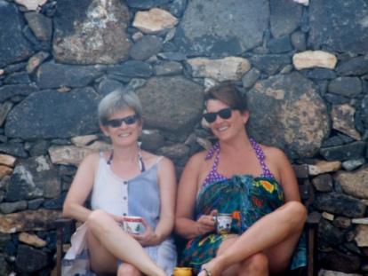 2 old girls